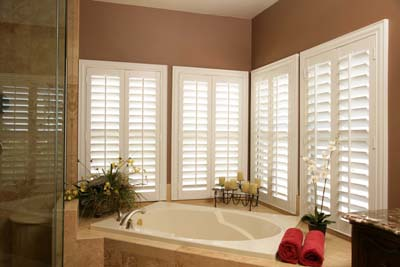 Polywood in brown bathroom-400